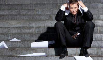 Mężzyzna wyrzucony z pracy - zdjęcie ilustracyjne