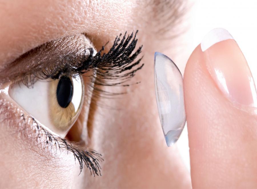 4. Noszenie soczewek kontaktowych przyczynia się do powstawania infekcji oczu