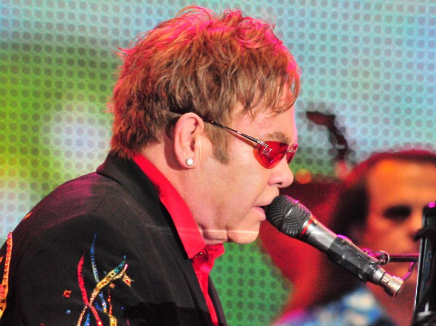 Elton John wystąpi również w Łodzi