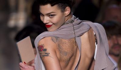 Tatuaże w nowej kolekcji Gaultiera