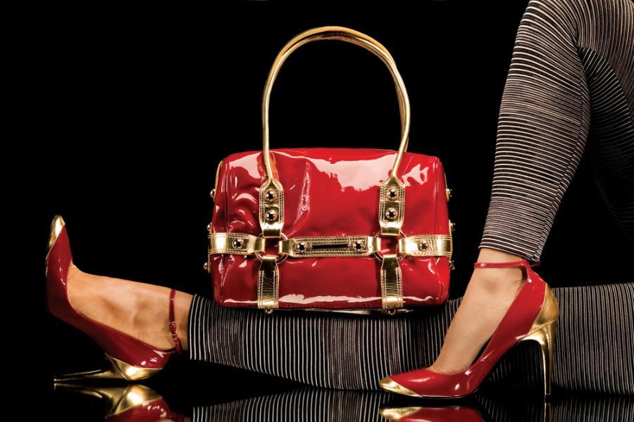 W tym sezonie modna torebka jest wykonana z plasiku!
