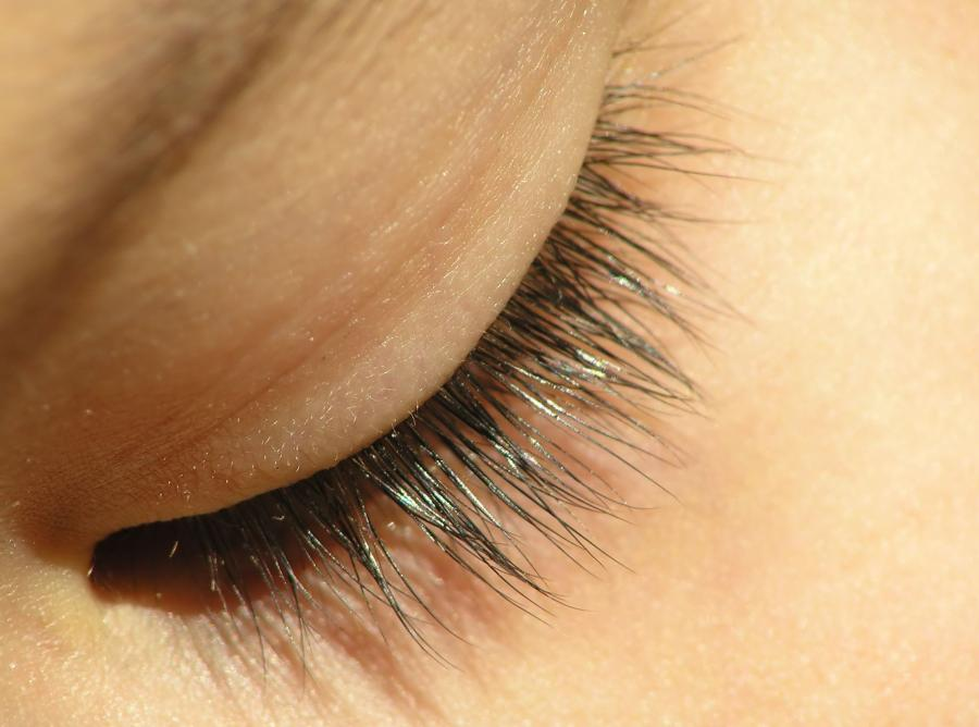 1. Aby chronić oczy, trzeba zadbać również o rzęsy