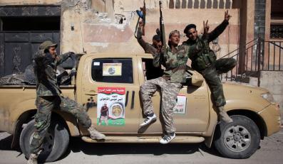 Libijscy powstańcy cieszą się z obalenia reżimu Kadafiego