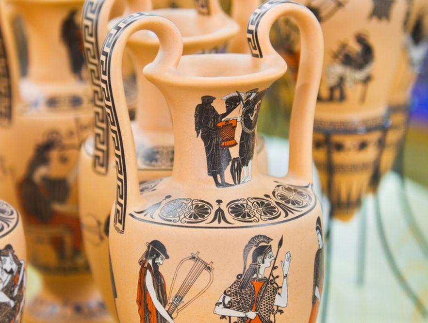 Greckie wazy (na zdjęciu) stały się inspiracją w tworzeniu kolekcji Versace dla marki Rosenthal