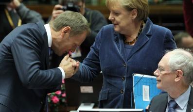 Tusk pocałował Merkel w rękę. W Niemczech dyskutują