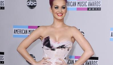 Katy Perry śpiewającą Marilyn