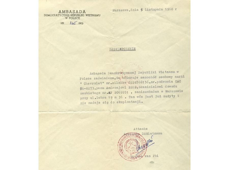 Zaświadczenie potwierdzające przekazanie Chevroleta panu Andrzejowi Esse przez ambasadę Wietnamu w Polsce. Ostatnie zdanie \