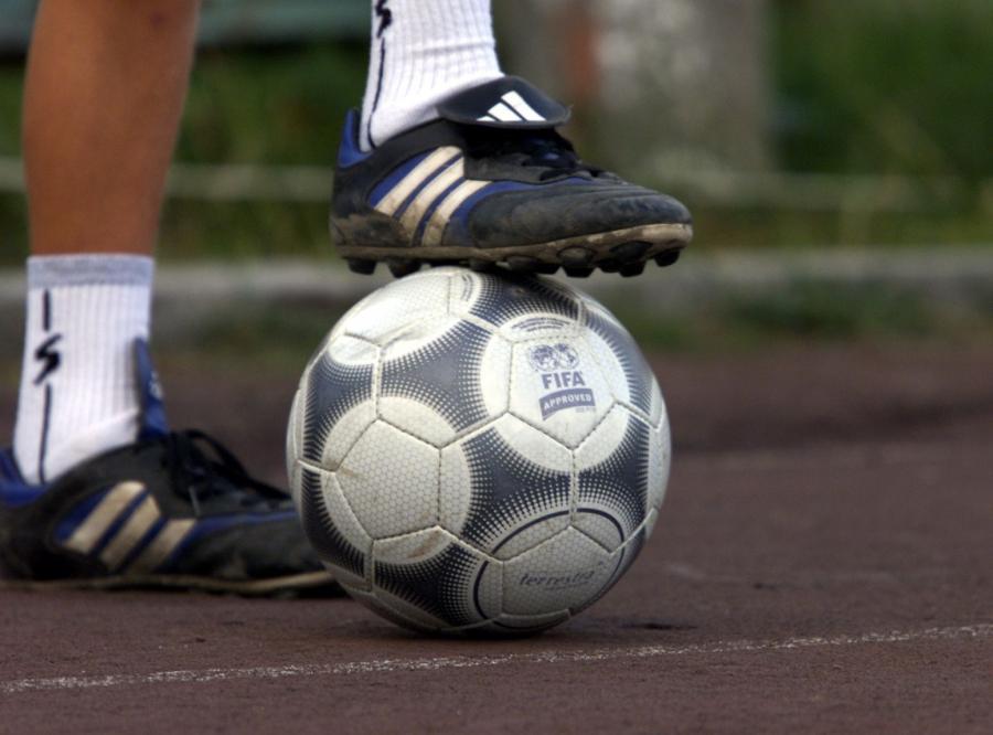 Politycy chcą się dobrać do pensji piłkarzy