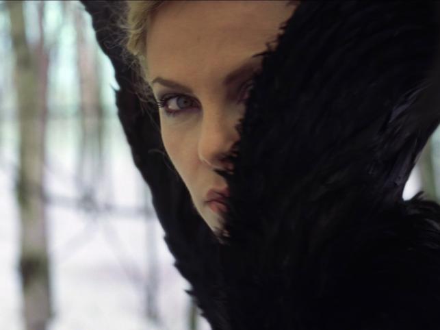 Charlize Theron jako piękna, ale zła królowa