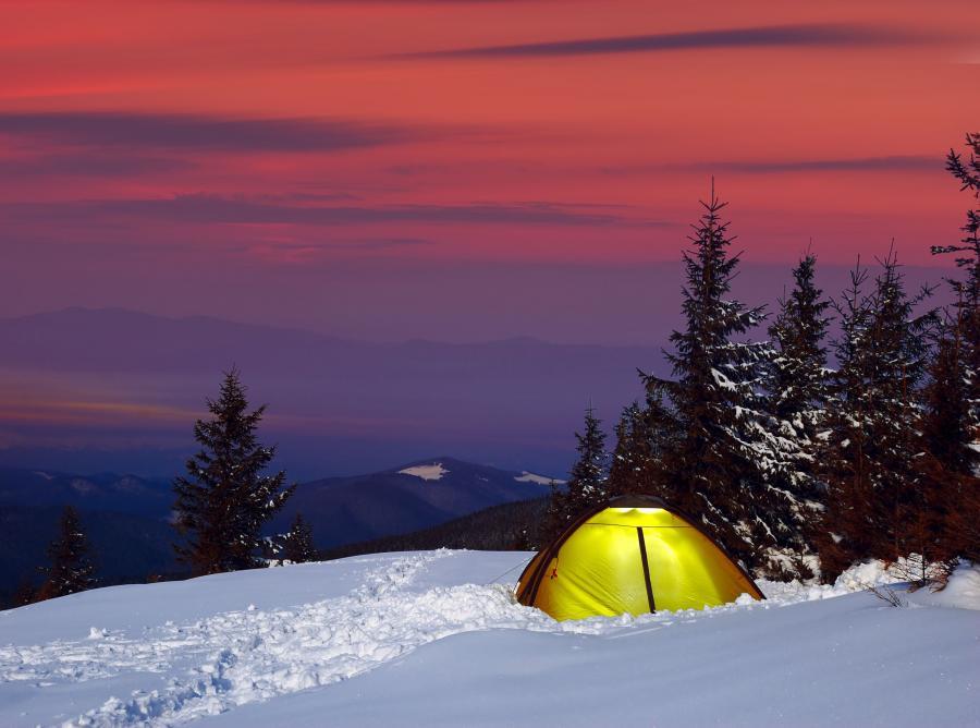 namiot biwak śnieg zima mróz góry