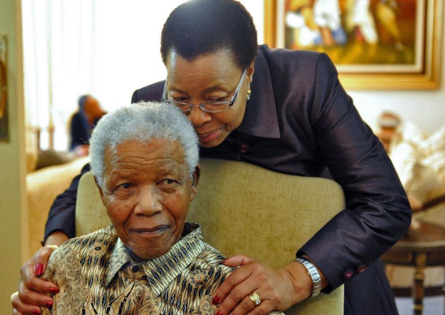 Były prezydent RPA Nelson Mandela z żoną