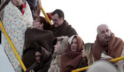 """Pasażerowie wycieczkowca """"Costa Concordia"""" po katastrofie"""