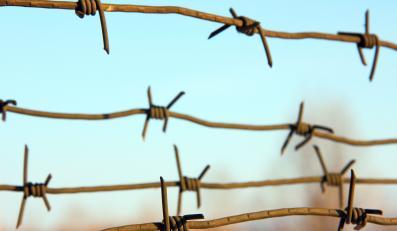 Drut kolczasty otaczający obóz koncentracyjny