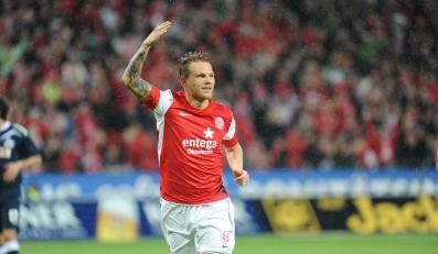 Eugen Polanski cieszy się ze strzelonej bramki w meczu przeciwko FC Köln