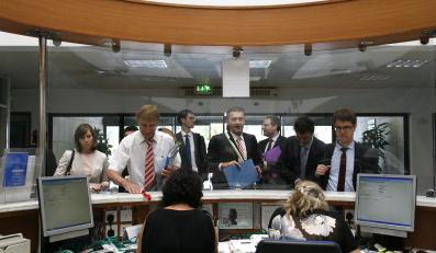 Przedstawiciele troiki na lotnisku w Cyprze