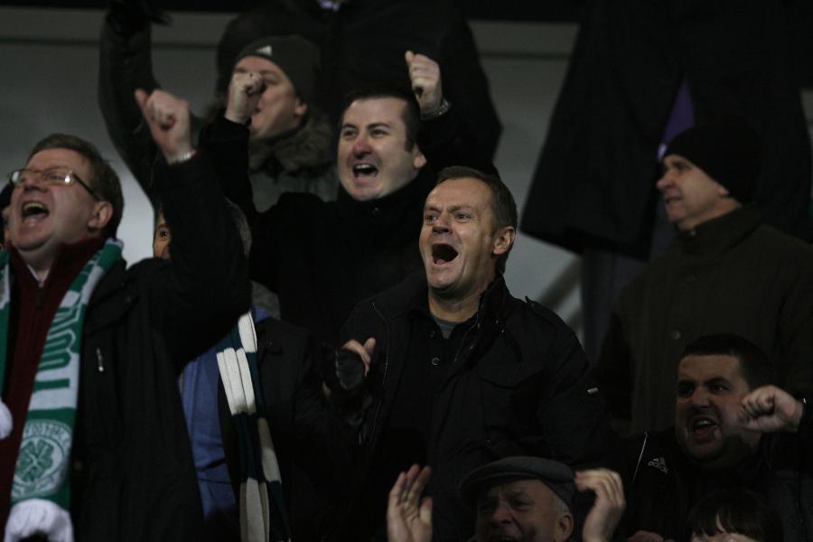 Donald Tusk i Ryszard Milewski na meczu Lechii Gdańsk. 20 listopada 2010