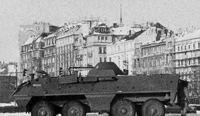 Transporter na ulicach Warszawy. Rok 1981