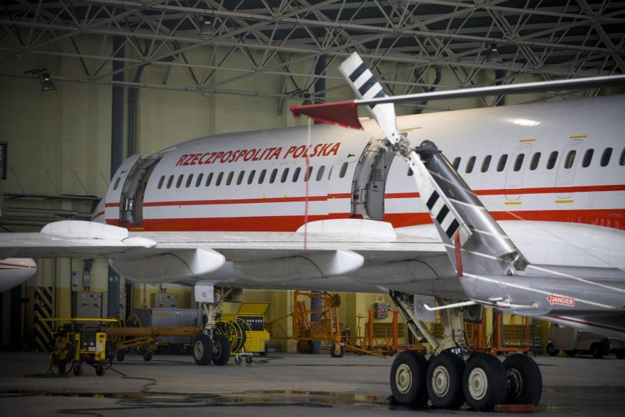 Tupolew w hangarze na przeglądzie