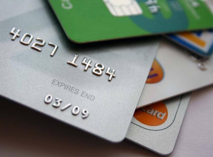 Aż 10 banków oszukuje klientów, wmawiając im, że trzeba ubezpieczyć się od kradzieży kart