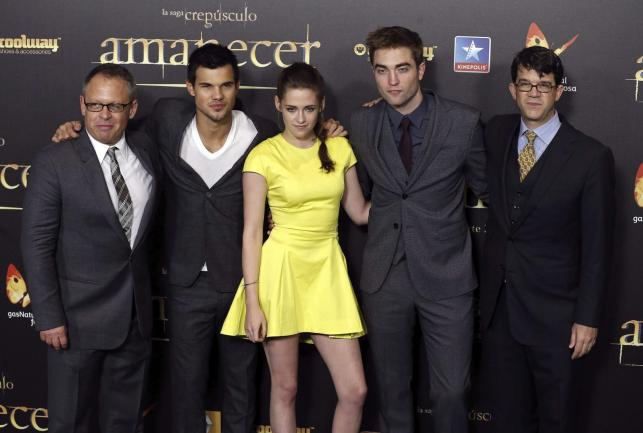 Bill Condon, Taylor Lautner, Kristen Stewart i Robert Pattinson na premierze w Madrycie