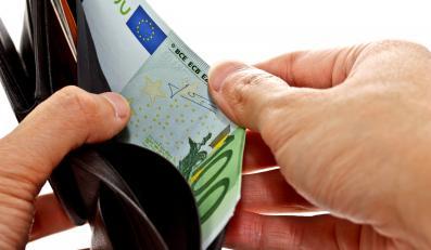 Pieniądze w portfelu - zdjęcie ilustracyjne