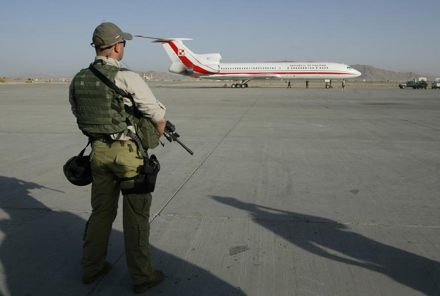 Żołnierz GROM na lotnisku w Kandaharze - zdjęcie ilustracyjne