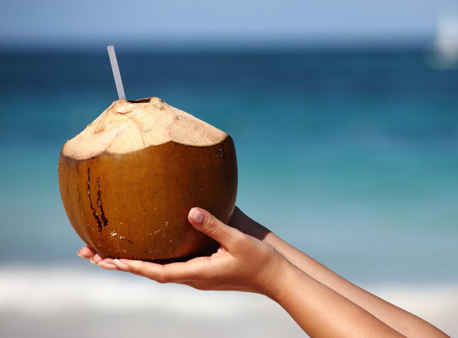 Woda kokosowa - napój nie tylko na kaca...