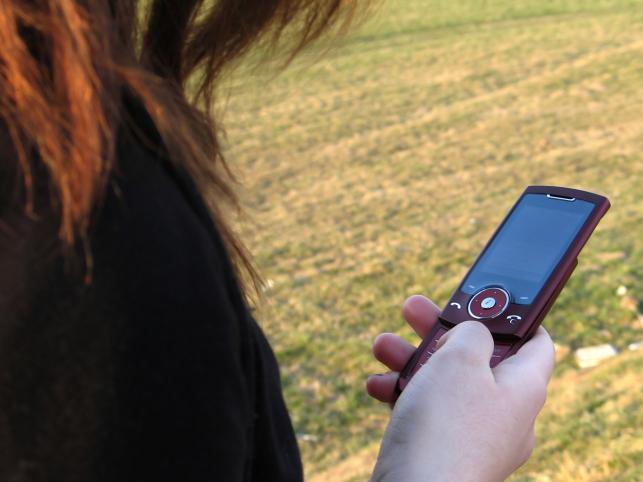 Możesz szpiegować partnera SMS-em