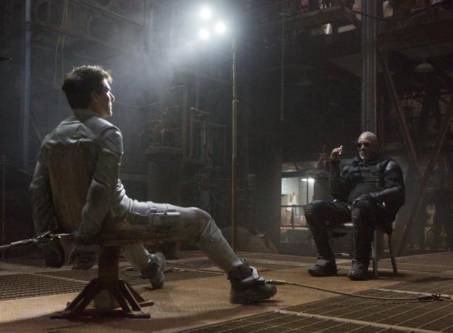 """Tom Cruise i Morgan Freeman w filmie """"Niepamięć"""""""