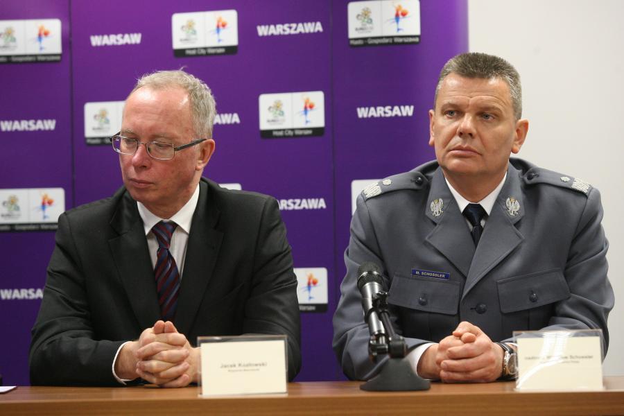 Nadkomisarz Mirosław Schlosser i wojewoda mazowiecki Jacek Kozłowski