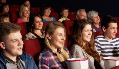 Nastolatki w kinie