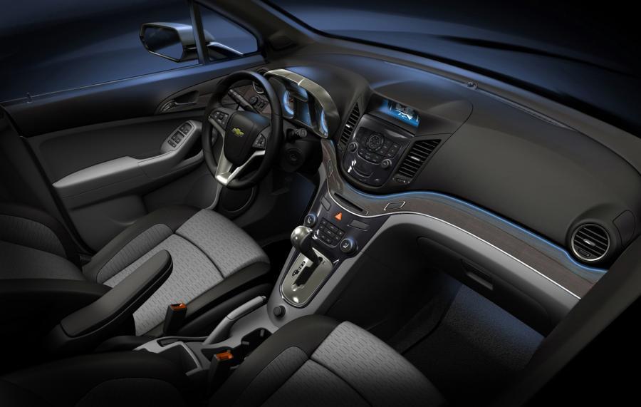 Wnętrze będzie można dowolnie aranżować - ustawione jak w teatrze fotele każdemu z pasażerów pozwolą zobaczyć, co się dzieje wokół auta