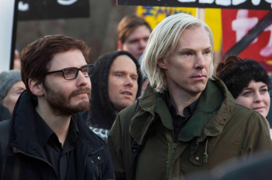 Julian Assange błagał Cumberbatcha, by... go nie grał
