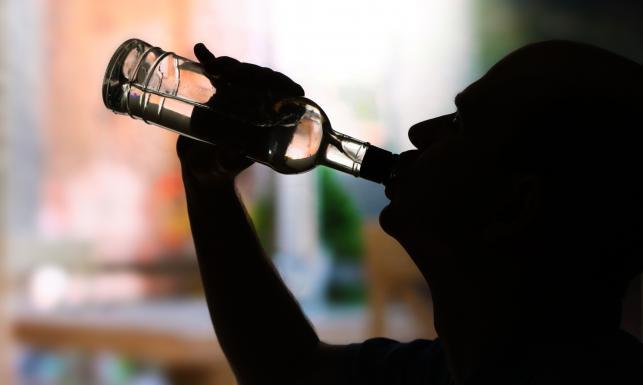 Nie tylko kac. Inne negatywne skutki picia alkoholu