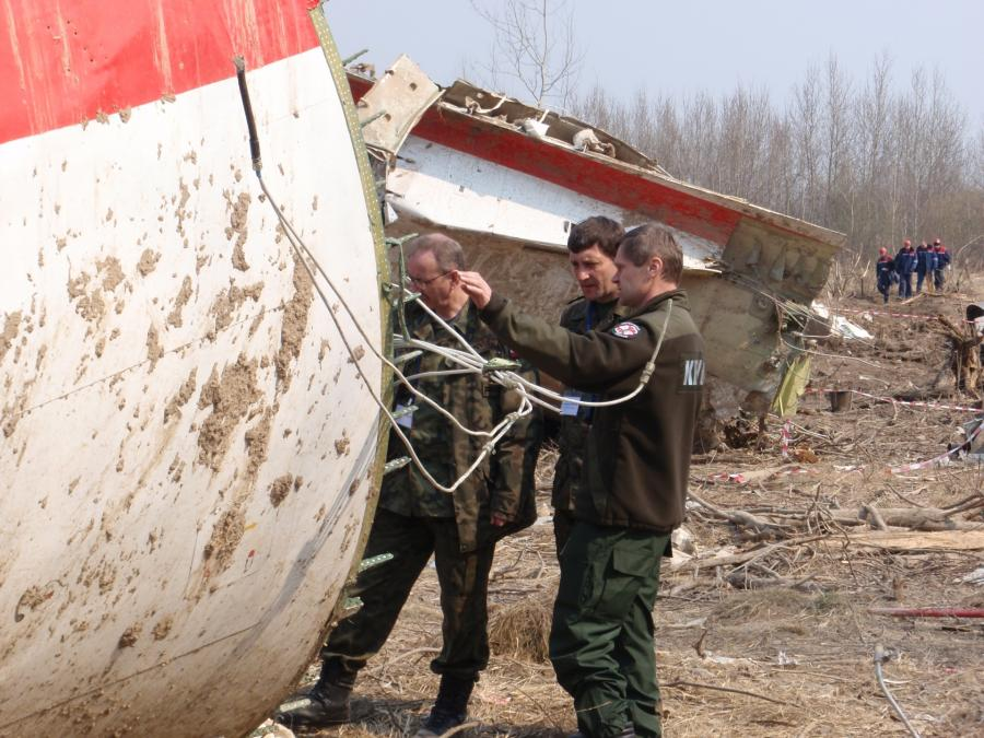 Żołnierze na miejscu katastrofy smoleńskiej
