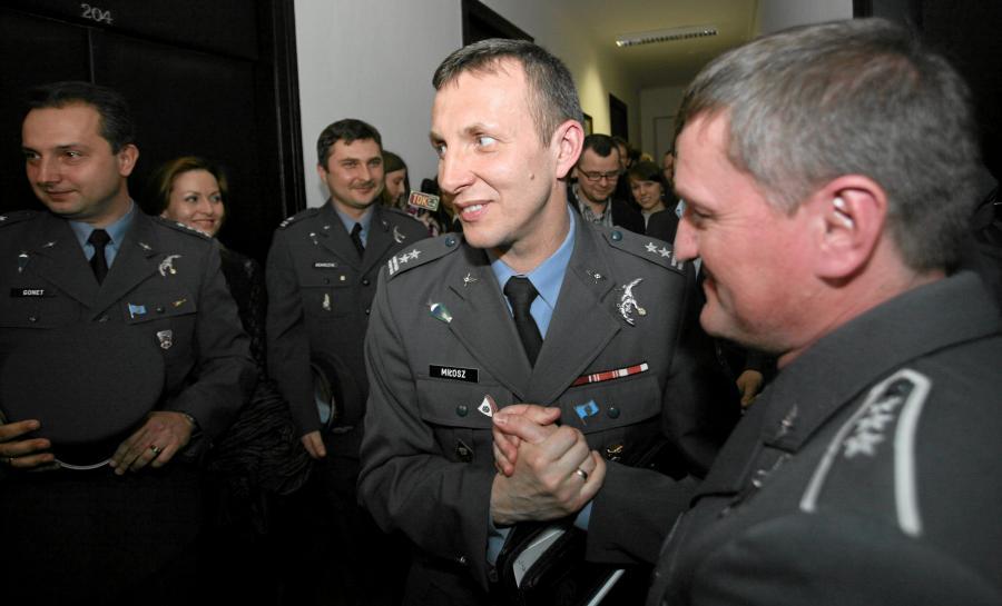 Podpułkownik Marek Miłosz, pilot śmigłowca