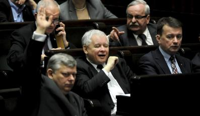 Jarosław Kaczyński i posłowie PiS w ławach sejmowych
