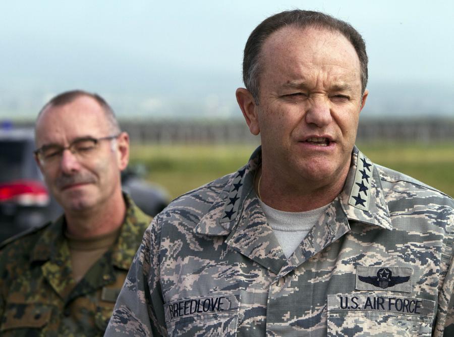 Generał Philip Breedlove (z prawej)