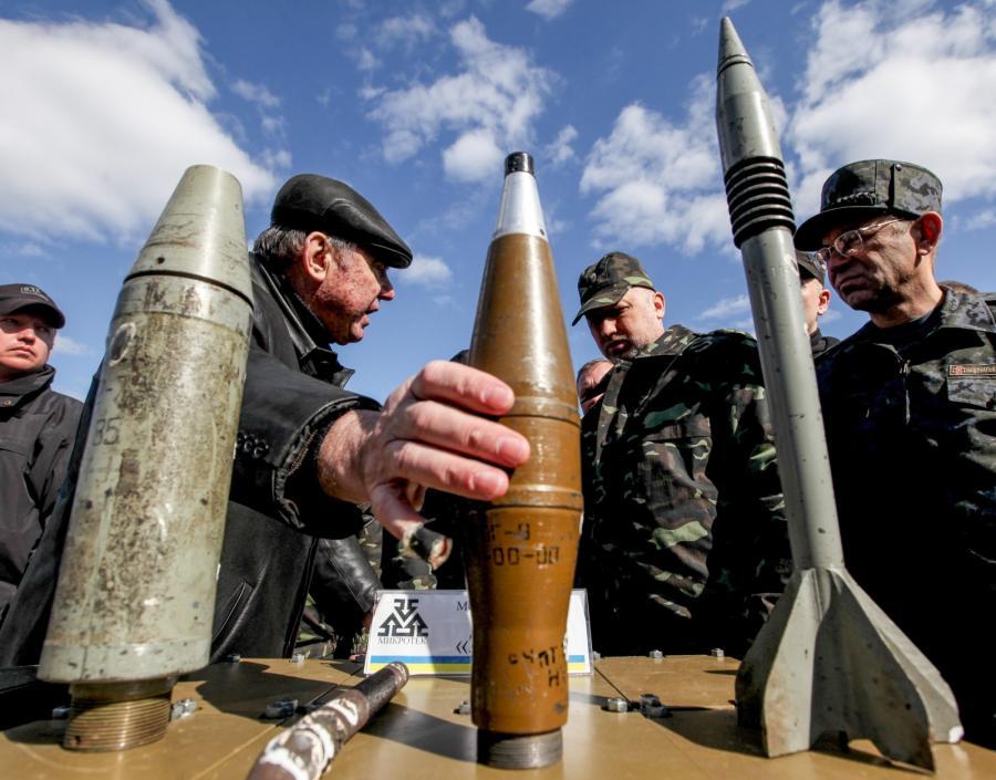 Prezydent Ołeksandr Turczynow w czasie ćwiczeń ukraińskich żołnierzy