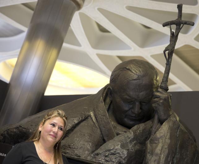 Floribeth Mora, Kostarykanka uzdrowiona przez Jana Pawła II