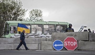 Ukraińscy żołnierze w punkcie kontrolnym w Słowiańsku