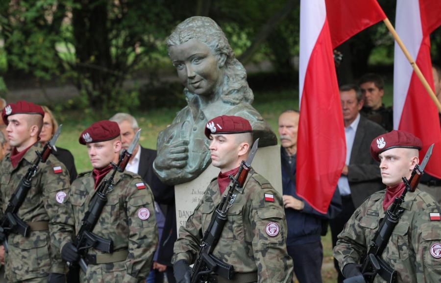 Popiersie łączniczki i sanitariuszki AK Danuty Siedzikówny \