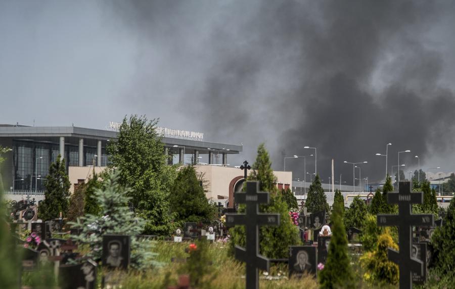 Dym nad lotniskiem w Doniecku
