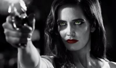 Eva Green jako Ava Lord z bronią w ręku