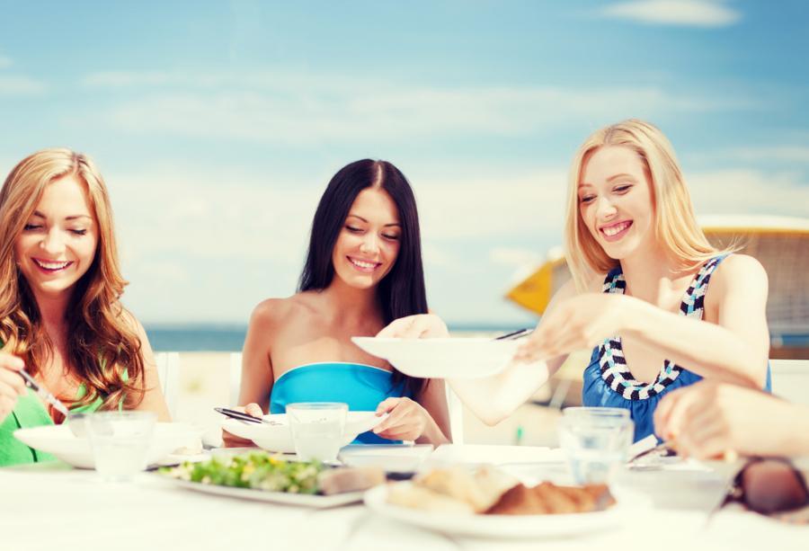 Kobiety przy stole