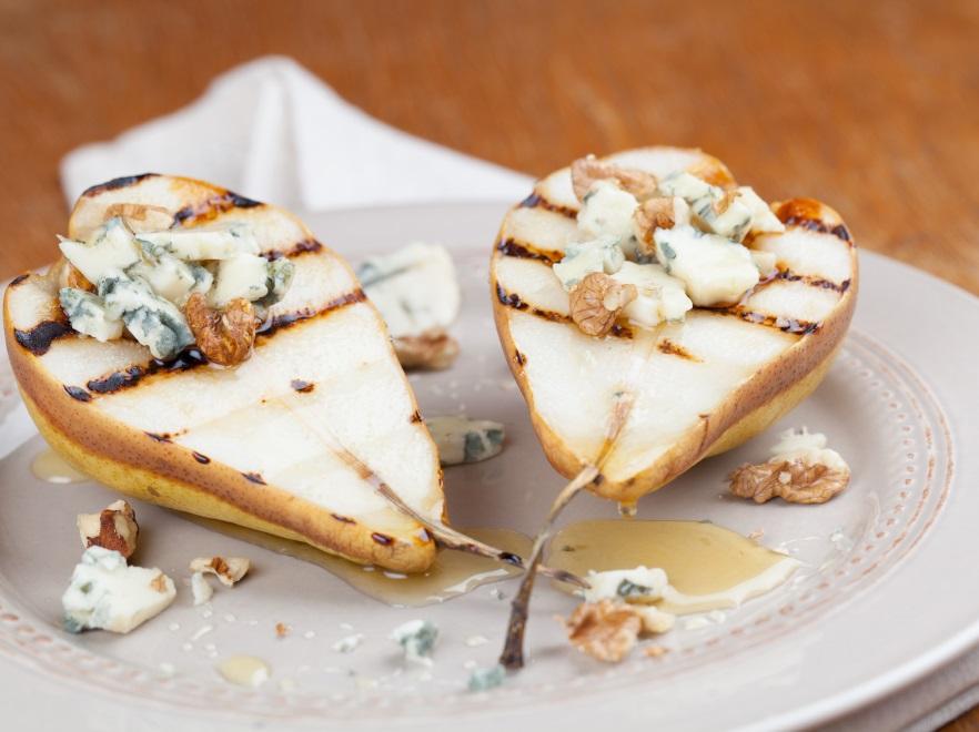 Grillowane gruszki z sosem serowym