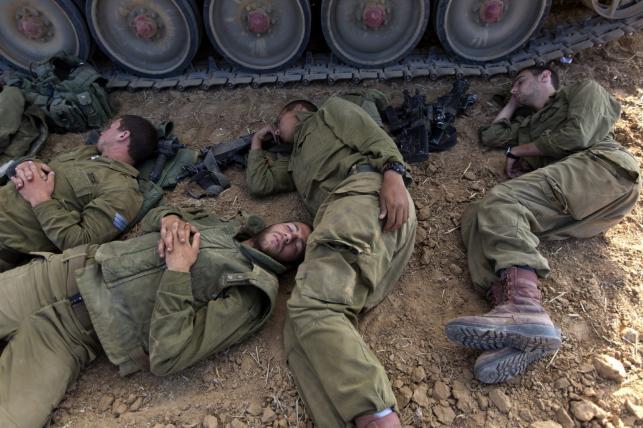 Izraelscy żołnierze przy granicy Izraela ze Strefą Gazy