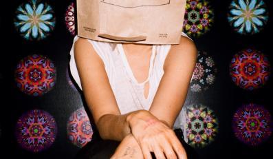 Tajemnicza Sia na zdjęciach z dość oryginalnej sesji do nowej płyty