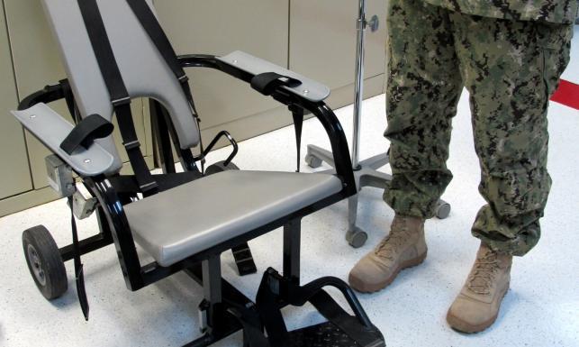 Więzienie w Guantanamo: baraki do przesłuchań, przymusowe karmienie... ZDJĘCIA