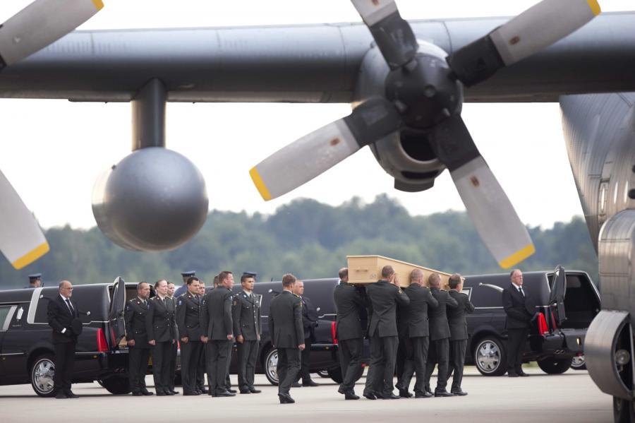Transport ciał ofiar katastrofy boeinga